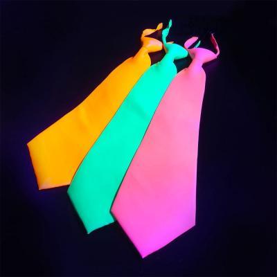 cravate fluo